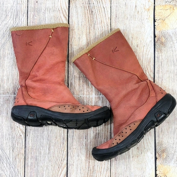 Keen fur lined winter boots (see Condition)